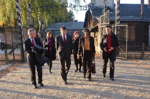 UN-Human-Rights-Chief-Navi-Pillay-enters-the-Auschwitz-Birkenau-Museum_482