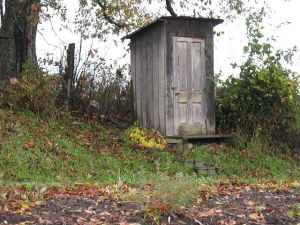 640px-Amish_Outhouse